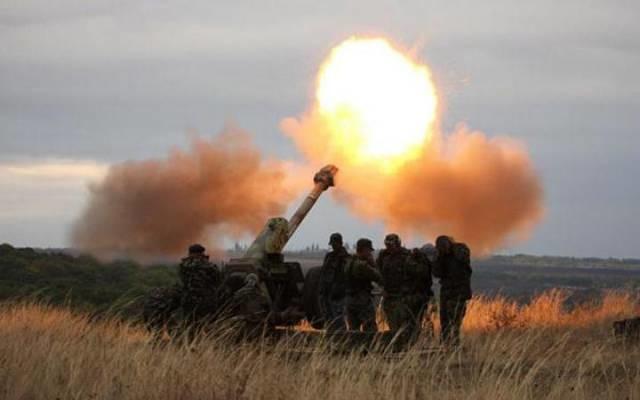 На донецькому напрямку терористи вели обстріл у три етапи, близько 20 години обстріляли опорні пункти українських військ поблизу Авдіївки та Зайцевого.