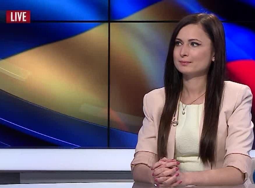 Експерт поділився міркуваннями щодо заяви прем'єр-міністра Арсенія Яценюка про те, що дострокові парламентські вибори завершаться руїною.