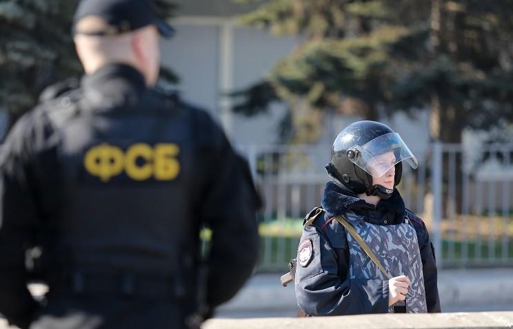Федеральна служба безпеки Росії затримала трьох українських активістів на адмінкордоні з Кримом.