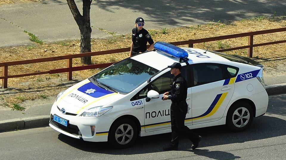 Асоціація міжнародних автоперевізників заявила, що українська поліція буде надавати платні послуги із супроводу російських фур.