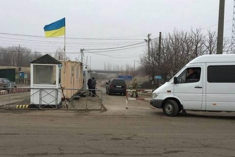 Як пояснили в Луганськый ВЦА, існує загроза захоплення пункту пропуску в Міловому так званими зеленими чоловічками.