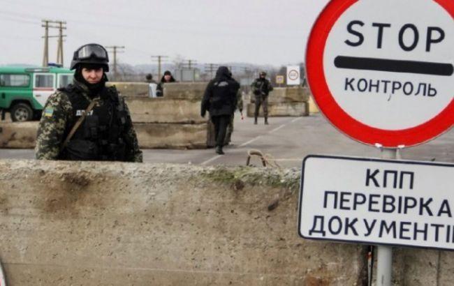 Всупереч Мінським домовленостям, бойовики незаконних збройних формувань двічі за добу обстріляли контрольний пункт в'їзду та виїзду в Мар'їнці, неспокійно і в інших точках зони АТО.