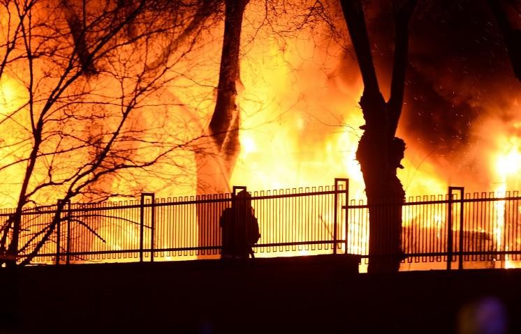 Вчора, 5 березня, в одному з чернігівських таксопарків стався потужний вибух, який спричинив пожежу.