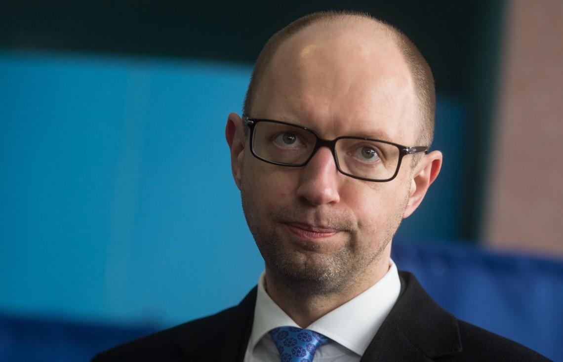 Експерт переконаний, що напередодні великої приватизації новий прем'єр повинен влаштувати українських олігархів, які контролюють парламент. Крім того, кандидатура повинна бути узгоджена з Заходом.