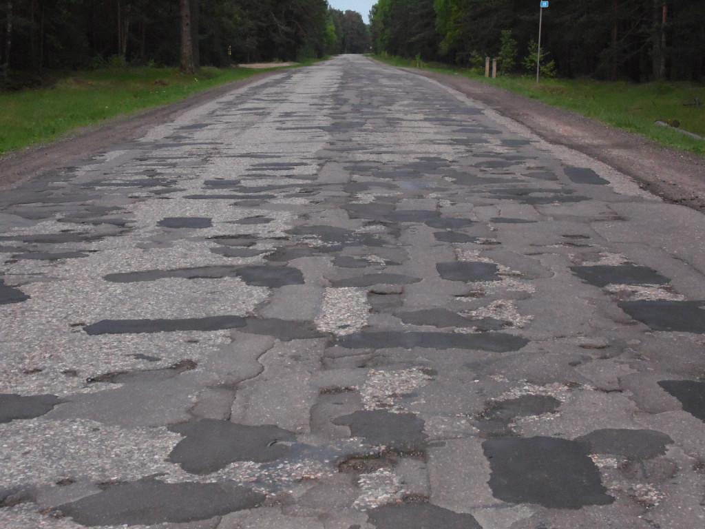 Прем'єр-міністр України Арсеній Яценюк, що Кабмін на цьому тижні повинен остаточно визначитися з переліком доріг, які в цьому році будуть відремонтовані.