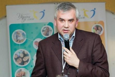 Після скандалу з призначенням гомофоба Адріана Буковинського уповноваженого з питань сім'ї Кабмін вирішив оголосити відкритий конкурс на цю посаду