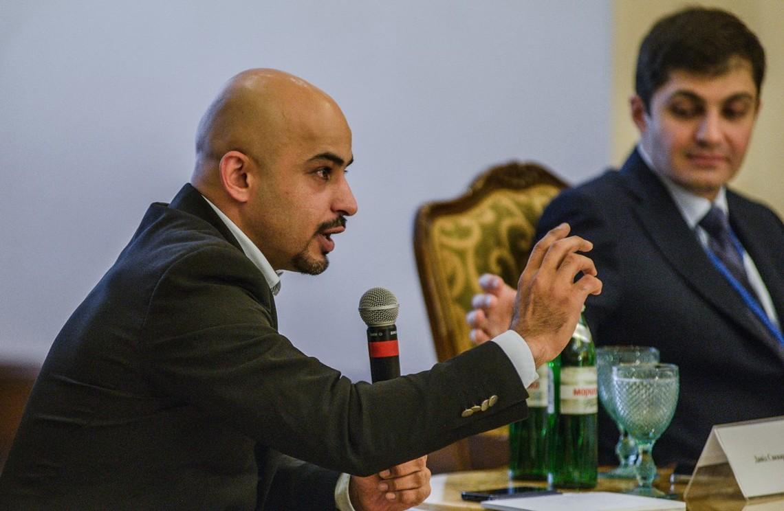 Мустафа Найєм вважає, що Порошенко та Яценюк бояться втратити контроль над ситуацією в уряді.