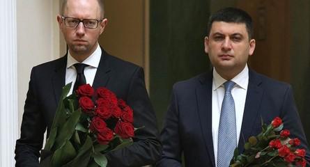 Этой ночью в Администрации Президента договорились о кадровых ротациях в правительстве, заявил нардеп Андрей Лозовой.