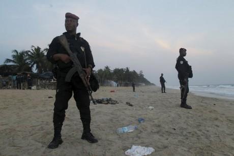 13 лютого, четверо озброєних вчинили напад на популярний курорт Кот-д'Івуару, в результаті якого загинули від 12 до 20 осіб.