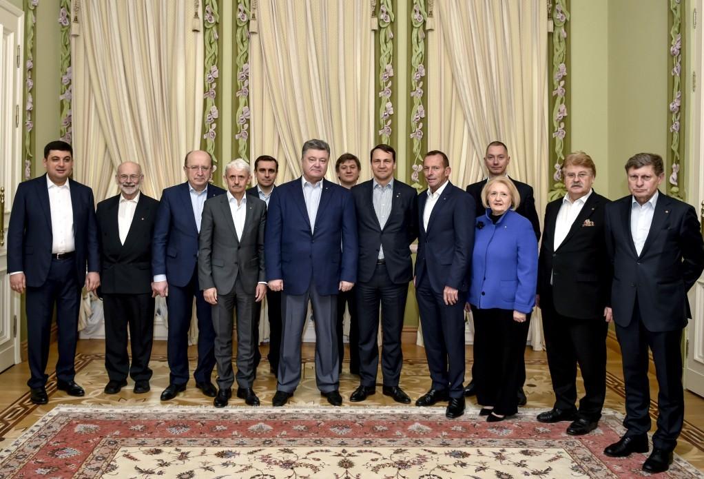 Президент України Петро Порошенко сподівається, що поради визнаних міжнародних політиків і експертів допоможуть пройти складний період реформування України.