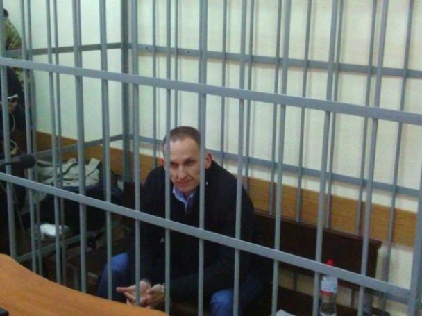Після обстеження Шевцова у лікарні швидкої допомоги суд над ним відновився і триває обрання міри запобіжного заходу.