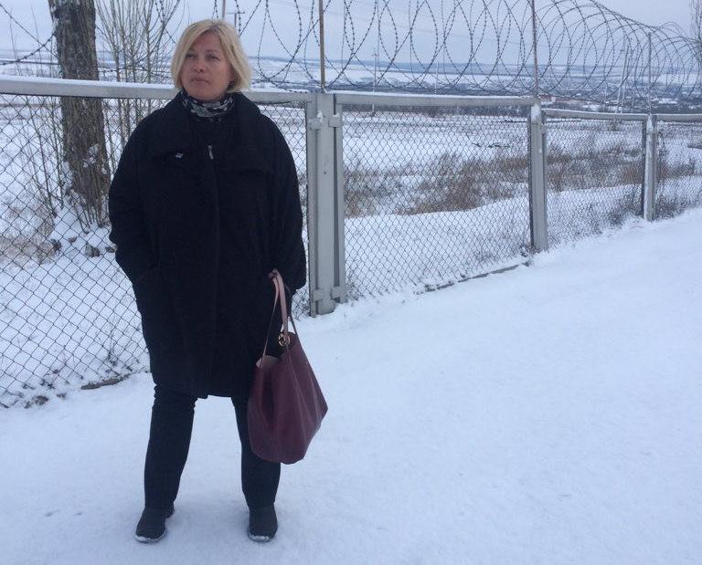 За словами Геращенко, заборона на в'їзд була датована ще 8 березня, а сьогодні намагалися переписати ці акти, щоб вона знову їх підписала.