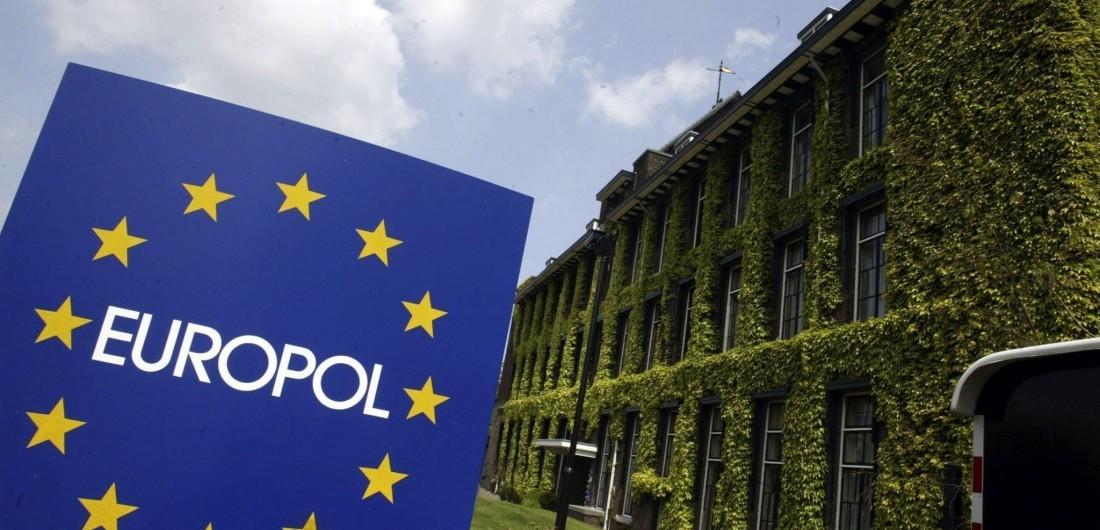 В ЄС навіть не існує комісара, який би мав повноваження міністра внутрішніх справ. Його функції розподілені між різними чиновниками.