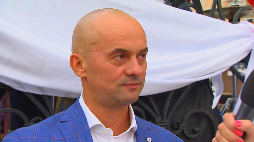 На знак підтримки колег-депутатів Єгора Фірсова й Миколи Томенка Блок Петра Порошенка вирішив залишити Віталій Чепинога.