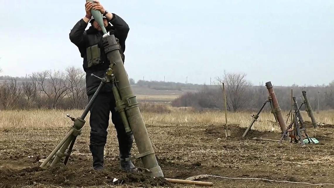 Незаконні збройні формування розпочали атаку на підконтрольний українським військам населений пункт Докучаєвськ.