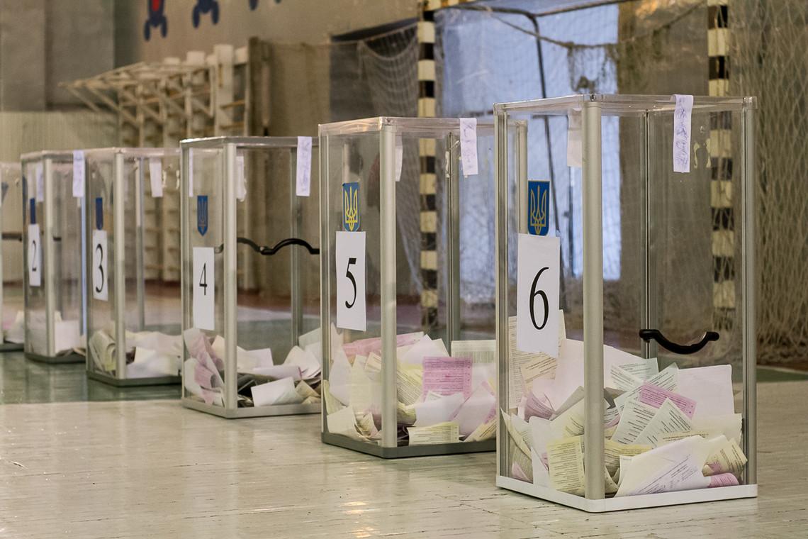 Сьогодні в Кривому Розі відбувається позачергові вибори міського голови. Майже половина мешканців міста прийшли на вибори.