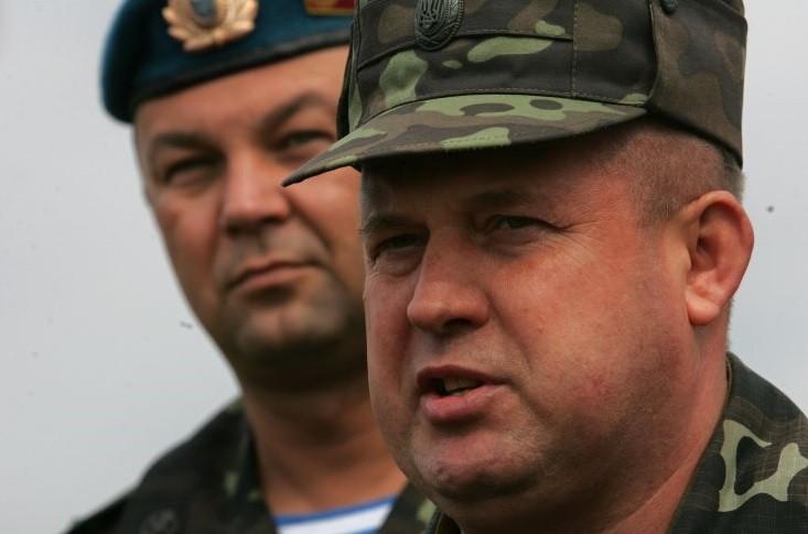 Президент України Петро Порошенко в зоні АТО призначив командувачем Сухопутних військ Сергія Попка.