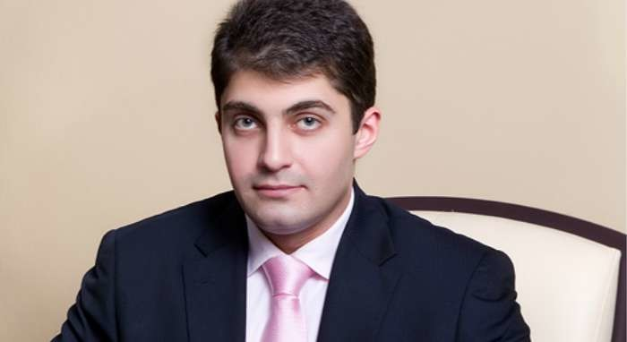 Президент України Петро Порошенко планує повернути Давида Сакварелідзе в генеральну прокуратуру.