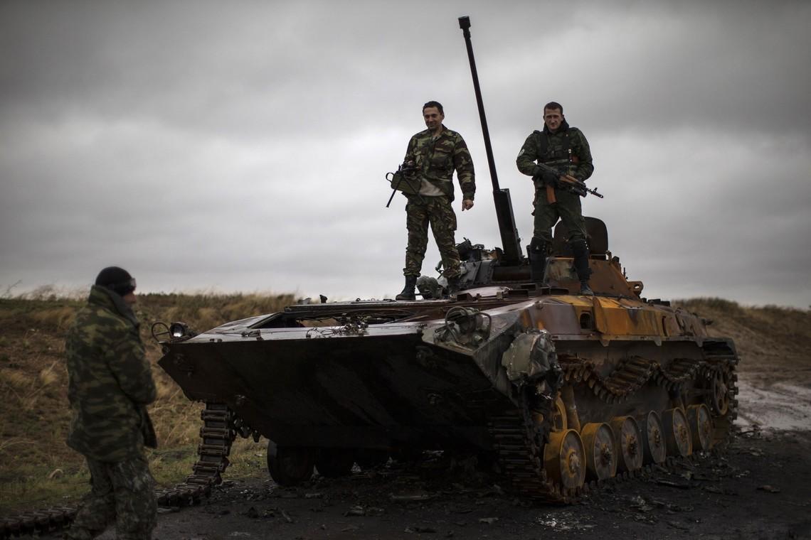 Бойовики так званих республік обстріляли українські позиції із важкого озброєння калібром від 82 до 152 міліметрів.