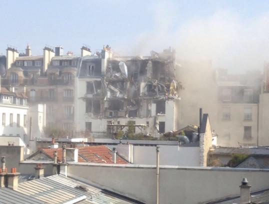 Місцеві жителі столиці Франції повідомляють про вибух в одному з житлових будинків Парижа.