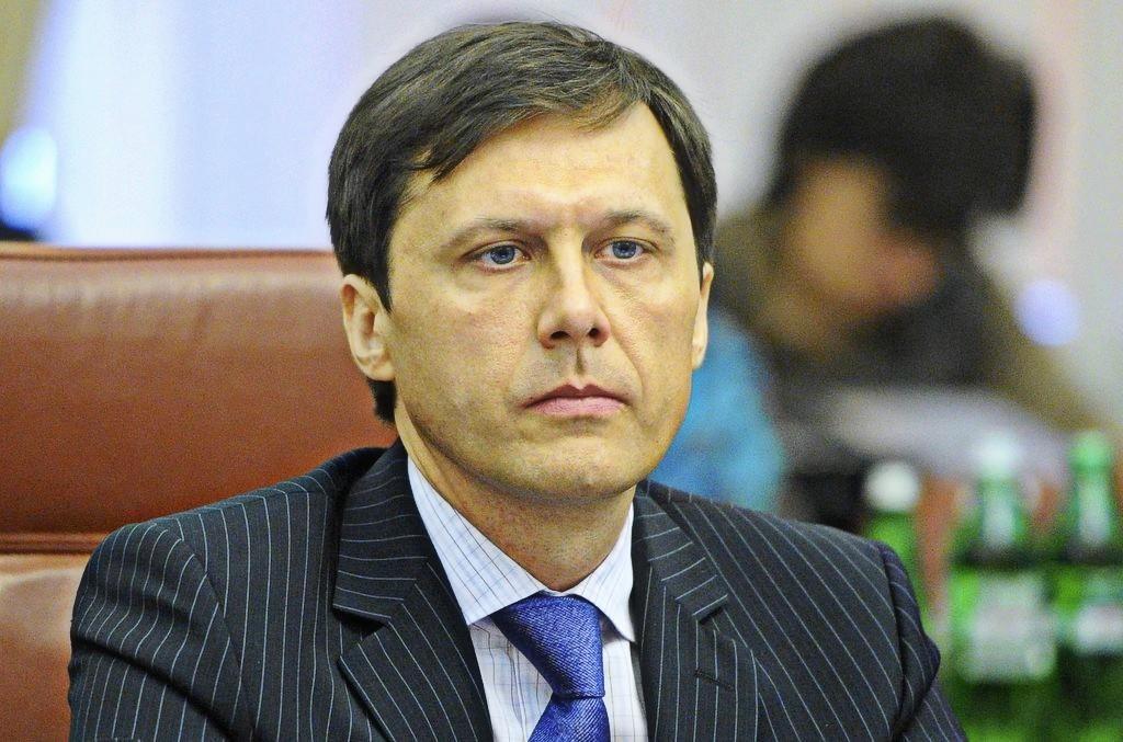 Шевченко використав у приватних інтересах дипломатичний паспорт із метою економії часу, вважають у суді.