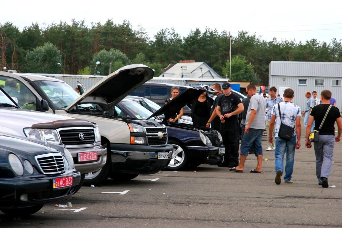 Кабінет міністрів України займеться розробкою законопроекту, яким будуть скасовані мита на ввезення в країну б/в автомобілів.