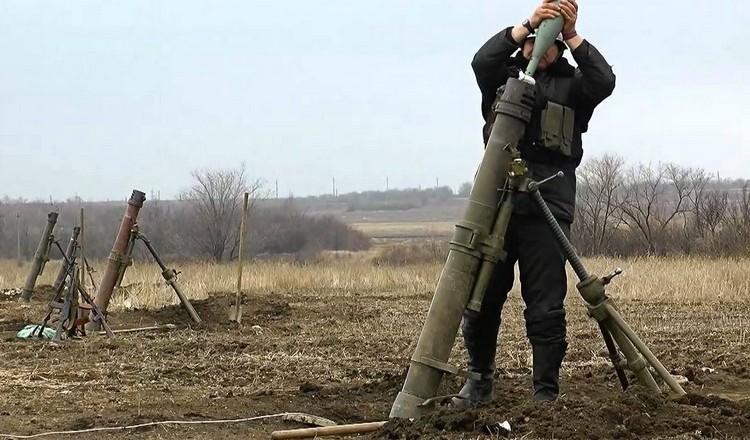 Російсько-терористичні війська обстріляли Авдіївку запалювальним видом мін, які можна віднести до розряду фосфорних боєприпасів.