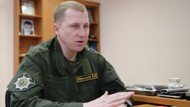 Керівник Головного управління Національної поліції в Донецькій області В'ячеслав Аброськін не проти, щоб до прифронтових районів дули направлені міліціонери, що не пройшли переатестацію.