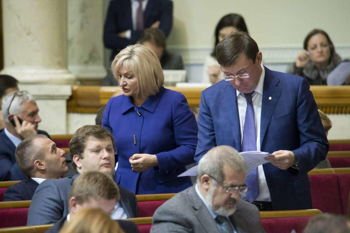 Керівник фракції БПП Юрій Луценко заявив, що для створення нової коаліції не вистачає чотирьох народних депутатів.