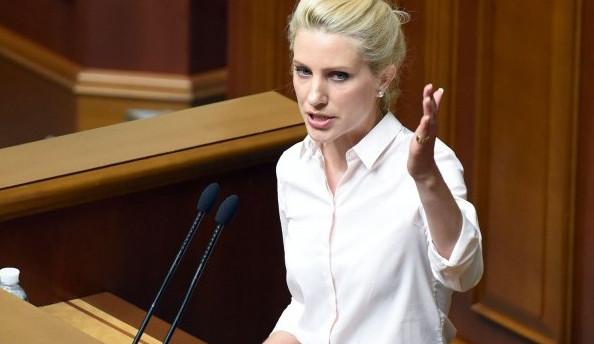 Народний депутат від фракції БПП Світлана Заліщук розповіла, коли парламент проголосує за відставку Арсенія Яценюка.