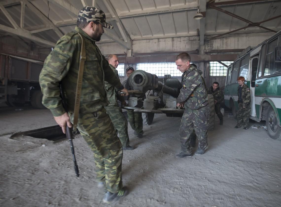 Бойовики так званих республік обстріляли українські позиції в Опитному із забороненої Мінськими домовленостями ствольної артилерії.