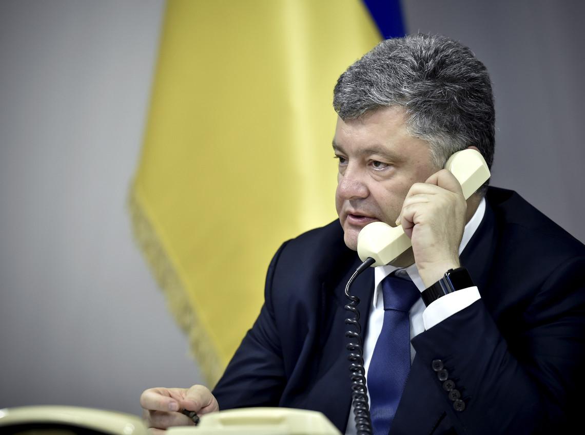 Президент України Петро Порошенко провів телефонну розмову з віце-президентом США Джо Байденом.
