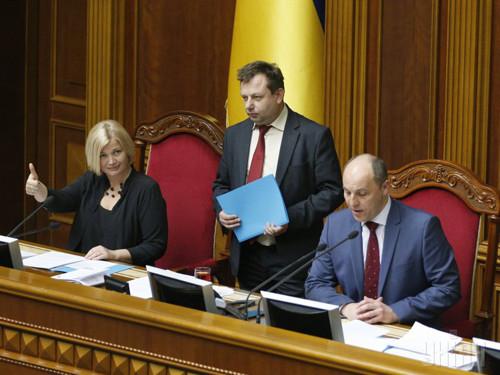 Новообрані спікер Андрій Парубій та перший віце-спікер Ірина Геращенко роздали на двох 93 обіцянки. Хто більш відповідальніший?