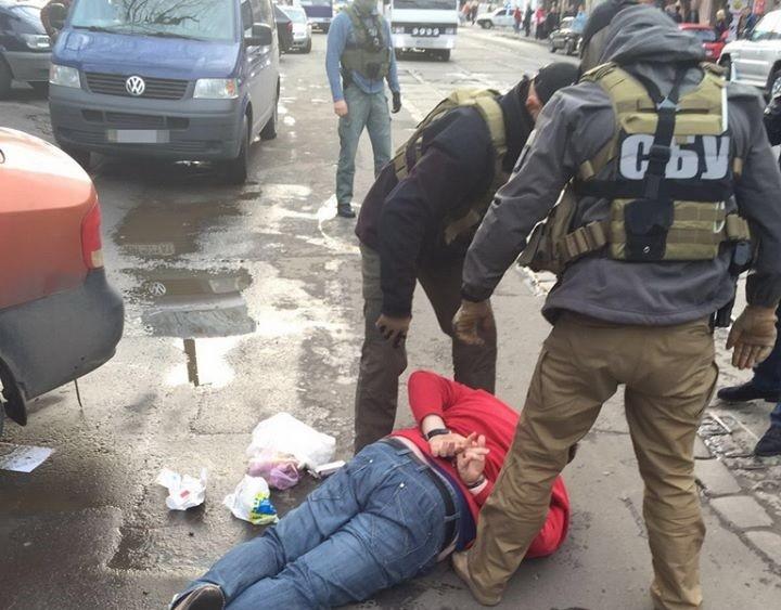 СБУ затримала посадовців Одеського обласного управління Комітету правового захисту, які систематично брали хабарі.