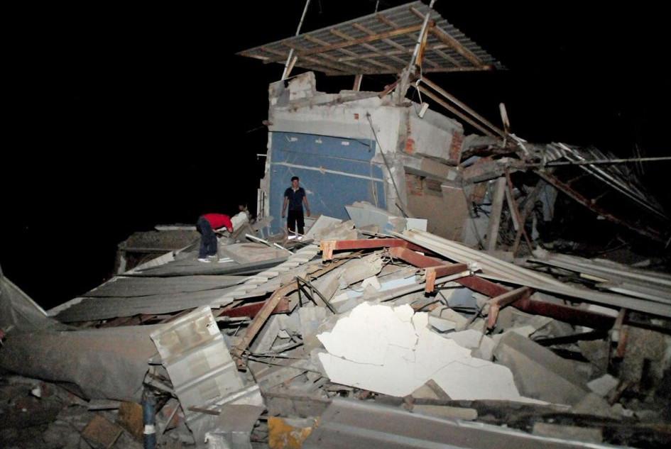 Станом на сьогоднішній ранок у результаті потужного землетрусу в Еквадорі загинуло близько 80 людей.