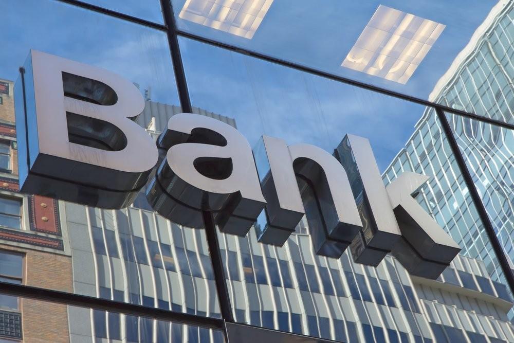 Валютні депозити скоротилися на 8,469 млрд грн або 3,6 выдсотків. Основне скорочення валютних вкладів було викликано зміцненням курсу з 27,05 грн/дол. до 26,21 грн/дол.
