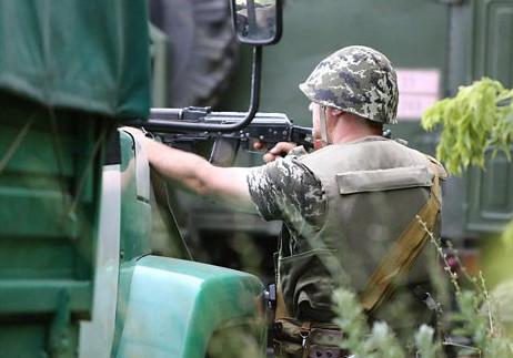 Протягом дня російські війська здійснили 8 обстрілів позицій сил антитерористичної операції.