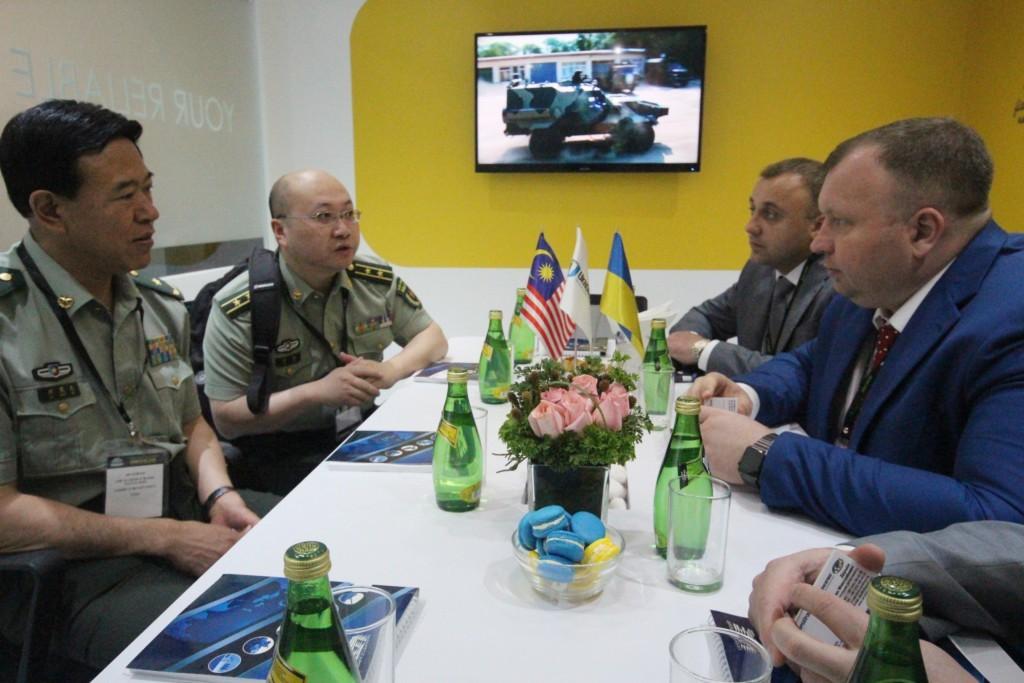 Представники малайзійського оборонного відомства відзначили високі тактико-технічні характеристики українського озброєння та військової техніки.