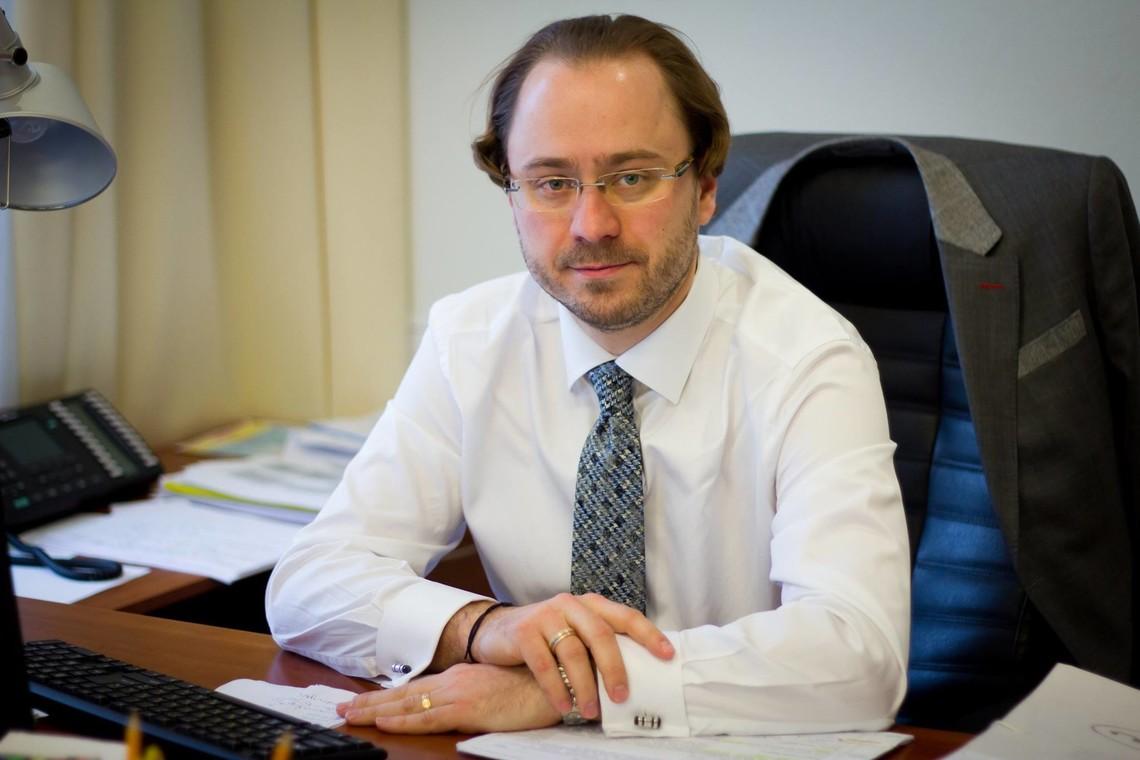 Міністр фінансів України Олександр Данилюк підписав заяву про відставку свого заступника Артема Шевальова.