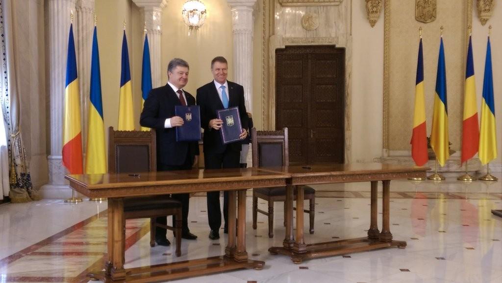 Порошенко та його румунський колега Йоганніс підписали документ про відновлення роботи українсько-румунської президентської комісії.