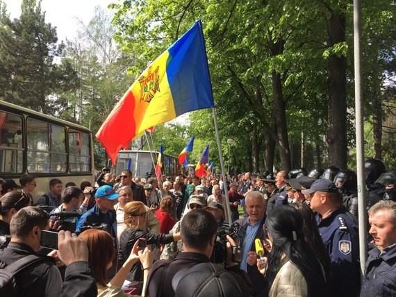 Четверо полицейских получили тяжелые травмы после беспорядков вКишиневе