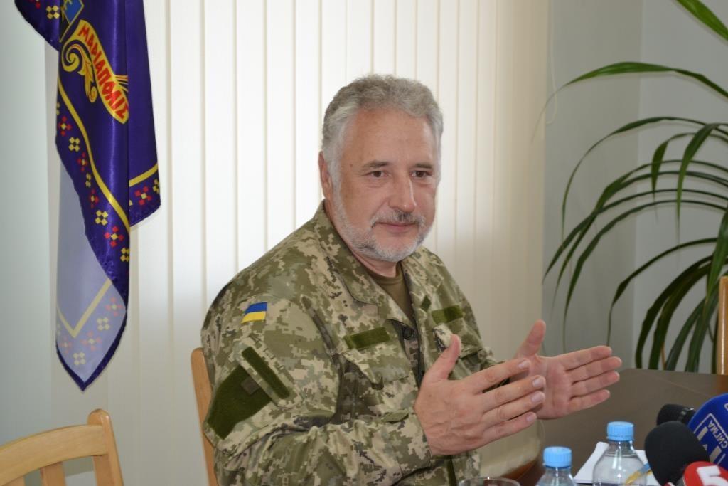 Глава Донецької ВЦА Павло Жебрівський посилить заходи безпеки на контрольних пунктах області.