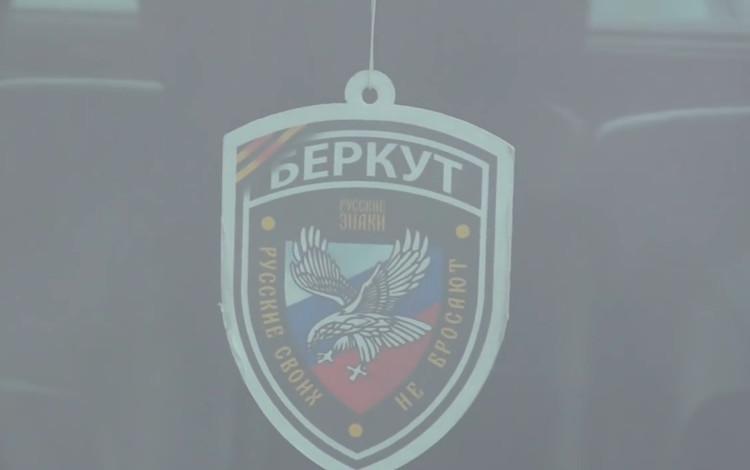 Працівник Дарницького районного управління поліції Києва, в машині якого був помічений шеврон бригади Беркут 1 АК російсько-терористичних військ, звільнений з органів.