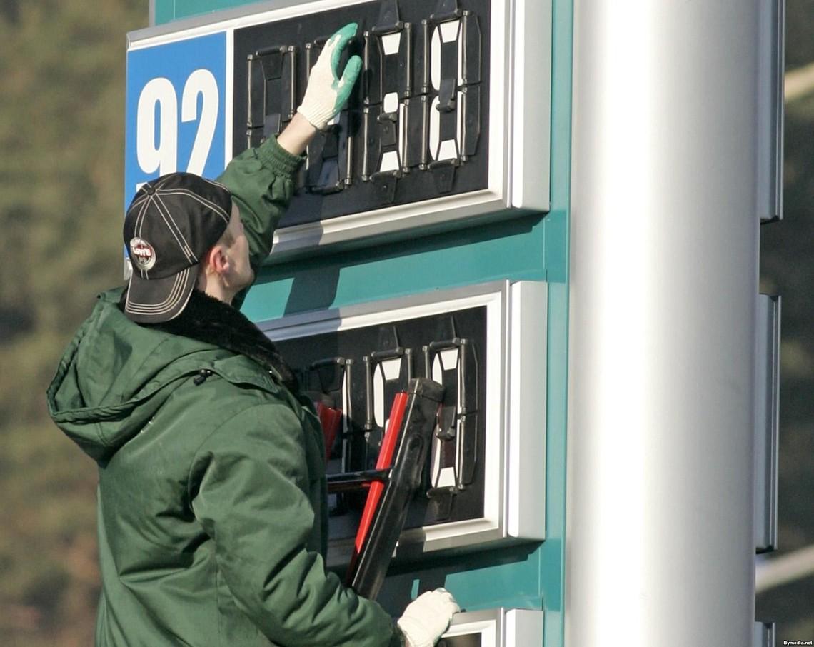 Підвищення цін зазнало й паливо на АЗС, які входять в орбіту впливу акціонерів ПриватБанку. Це автозаправки під вивісками Авіас, ANP і Укрнафта.
