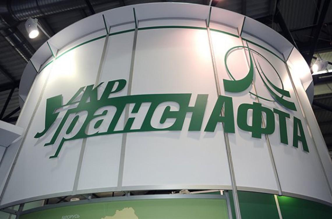 Ставленик Привату Олександр Лазорко на посаді глави державної авіакомпанії Укртранснафта уклав із НПЗ групи Приват кабальні договори на зберігання 380 тис. тонн технологічної нафти.