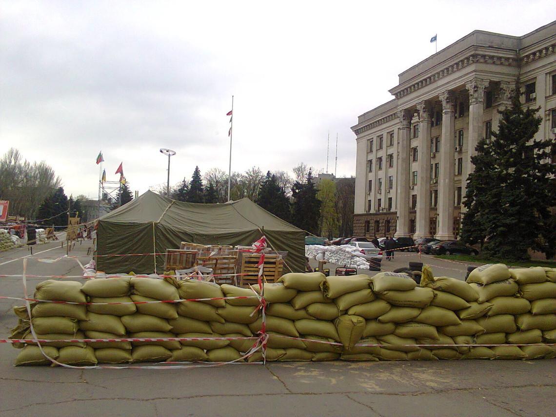 Одеський окружний адмінсуд дозволив проведення акцій та зборів у період травневих свят на Куликовому полі.