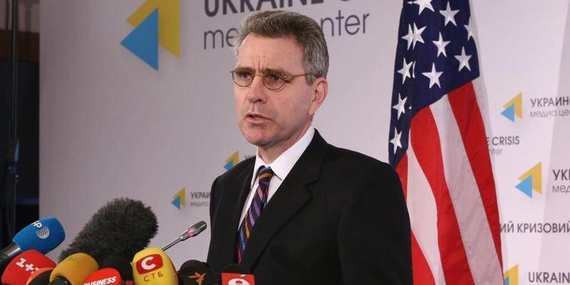 Посол США в Україні Джеффрі Пайєтт заявив, що позиція до РФ в питанні санкцій повинна бути єдиною і поки не виконані мінські умови обмеження будуть діяти.