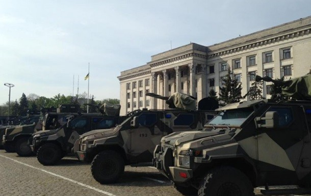 Вранці в Одесі на Куликове поле вивели силовиків і бронетехніку Нацгвардії та повідомили, що всіх громадян, які бажають пройти на Куликове поле, будуть пропускати через металошукачі