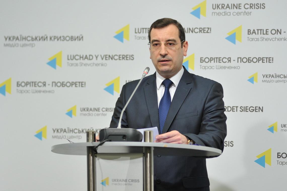 Росія ввозить в окупований Крим озброєння, сучасну бойову техніку та продовжує проводити військові навчання й тренування на півострові.