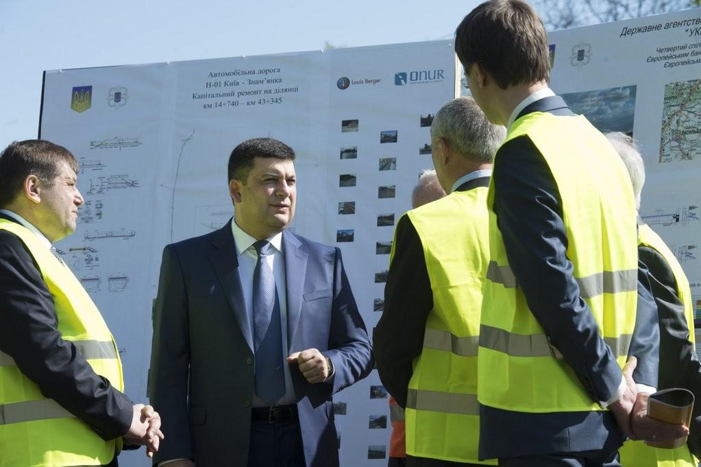 Прем'єр-міністр України Володимир Гройсман заявив про жорстку реакцію на випадки неякісного ремонту доріг та їх будівництва.
